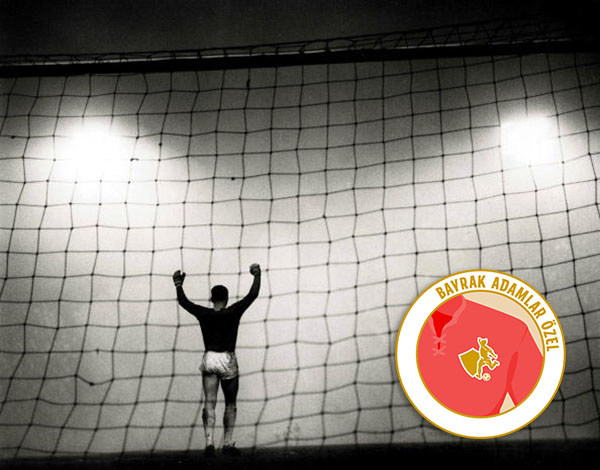 Classic Collection. Page, 104. 10412209. Football. 8th, January. 1962. A shot from behind the goal of the goalkeeper, with floodlights shining at him enhancing a foggy pitch.