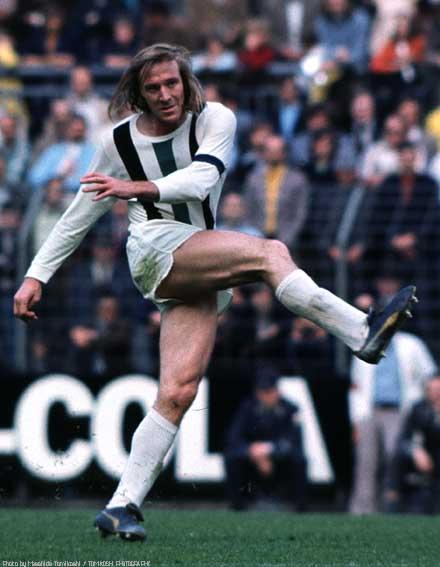 GŸnter Netzer, Borussia Mšnchengladbach 4-1 Schalke 04 at Mšnchengladbach, 1973.5.19 Photo by Masahide Tomikoshi / TOMIKOSHI PHOTOGRAPHY