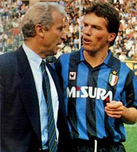 """10 numara her zaman Pele, Maradona, Platini gibi yıldızlarla ilişkilendirildi. Inter'deyken hangi numarayı istediğimi sorduklarında, """"8"""" karşılığını verdim. Ama antrenör Trapattoni bana 10 numarayı verdi ve şunu söyledi: """"Platini değilsin ama benim için onun kadar önemlisin"""""""